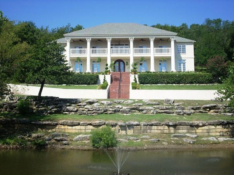 Front view of the house - 7,000 Sqft at 'the Columns' Estate - Tulsa - rentals