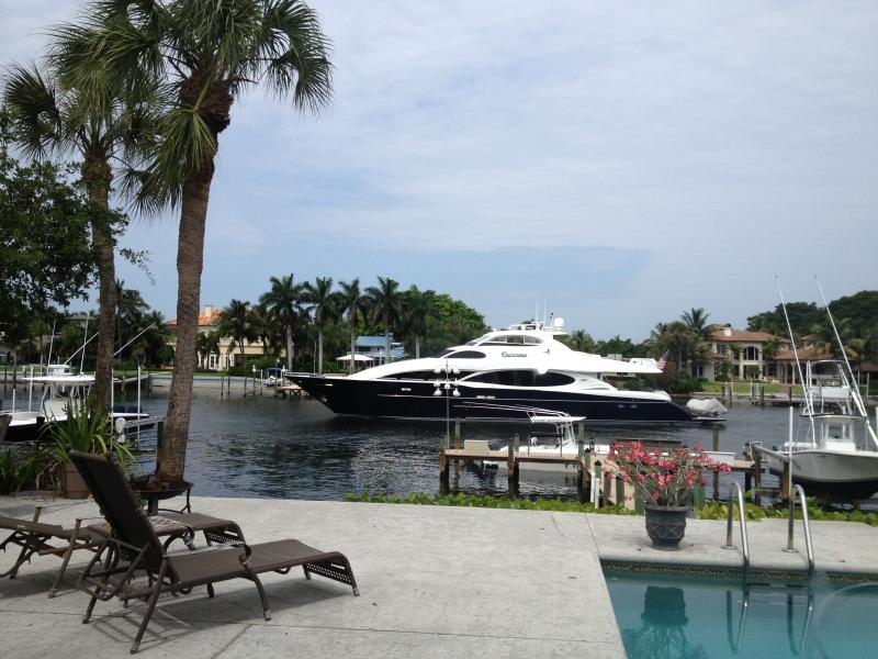 Everyday is a boat parade - AWESOME INTRACOASTAL  w/ BOAT DOCK & HEATED POOL - North Palm Beach - rentals