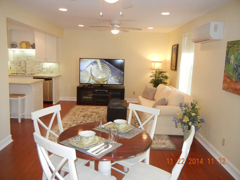 Living and dining area. - Cozy clean, basement apartment near center of town - Temecula - rentals