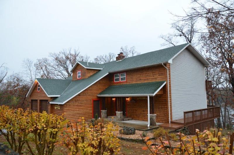Newton Lodge right on Lake Tablerock - Newton Lodge on the Lake - 5 bedroom, 5.5 bath - Ridgedale - rentals