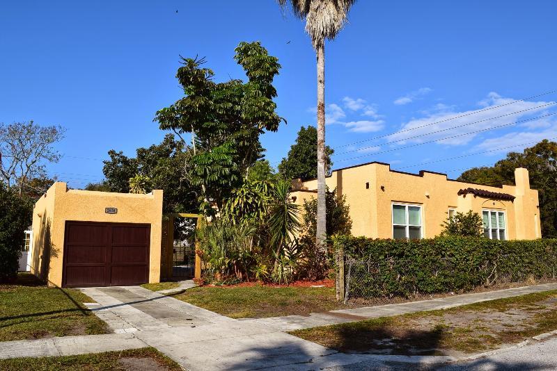 Spacious Home Close to Beaches & Downtown Sarasota - Image 1 - Sarasota - rentals