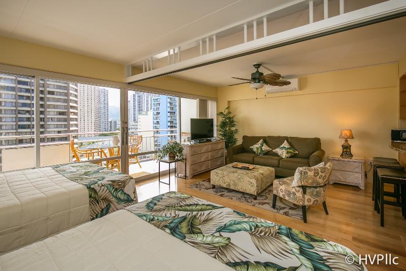 Ilikai Hotel 2 Dble beds, Sofa Futon Sleeper - Image 1 - Waikiki - rentals