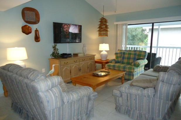 Spacious living area with HD Flat Screen TV, DVD, Cable and Wi-Fi - Luxury Villa Steps from Venice Beach - Venice - rentals
