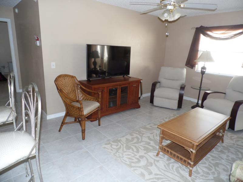 "Living room with 55"" TV - Lovely villa, quiet and resently updated. - The Villages - rentals"