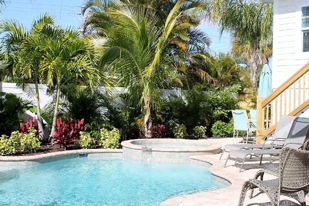 FALL SPECIAL - Sleeps 12 5 bed Heated Pool Spa - Image 1 - Holmes Beach - rentals