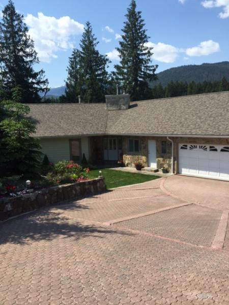 Peaceful 3 bd Executive Home on the Columbia River - Image 1 - Revelstoke - rentals