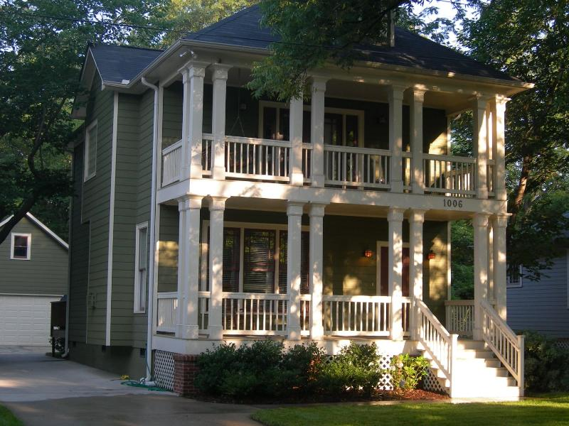 Double front porches and detached two car garage - 3 Bedroom Craftsman W/ 2Car Garage in West Midtown - Atlanta - rentals