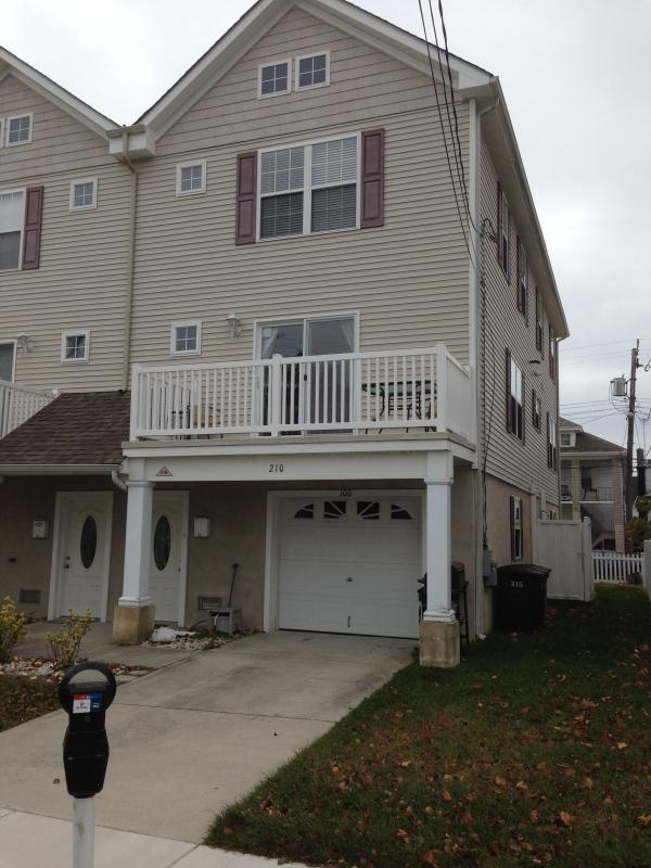 Front of Home from outside - GORGEOUS 4BR/3.5BATH TOWNHOME - SLEEPS 11! - Wildwood - rentals