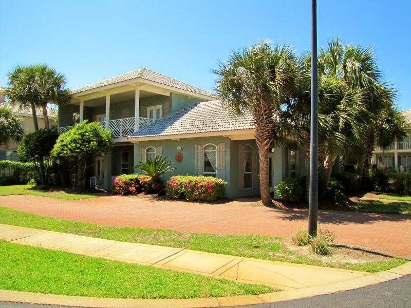 Adelas Bliss.  Cute, cute, cute 3BR/2.5BA Sleeps 8. - Adelas Bliss*Walk to Beach*Cute & Nice*Sleeps 8 - Destin - rentals