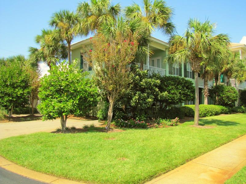 Serendipity - 3BR/3BA with 2 living areas!  Bigger 3BR plan with plenty of room! - Serendipity*Super Nice*Walk to beach*3 King Beds! - Destin - rentals