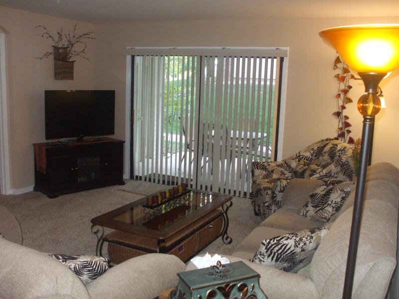 Living Room with Nice Walk-Out Patio Walk to the Pools, Hot Tub, Sauna, Etc. - *By Strip*Nice Walk-In*2 Bdrm*Pools*Hot Tub*Sauna* - Branson - rentals