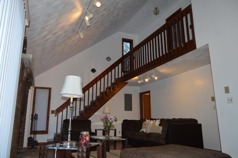 Living area - Luxury stunning walk to pool,Hot Tub, WiFi,Netflix - Bushkill - rentals