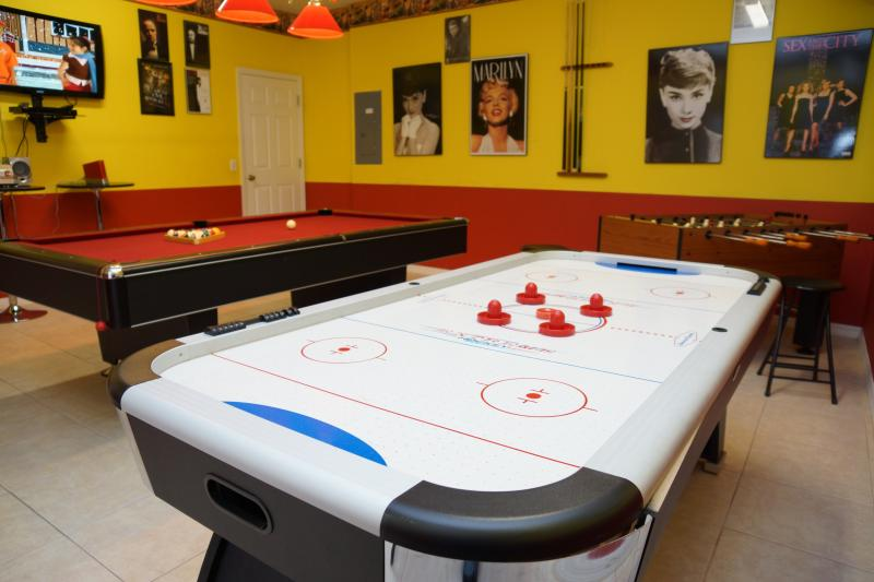 Luxury game-room which is fully air-conditioned - Luxury villa with south-facing pool near Disney - Four Corners - rentals