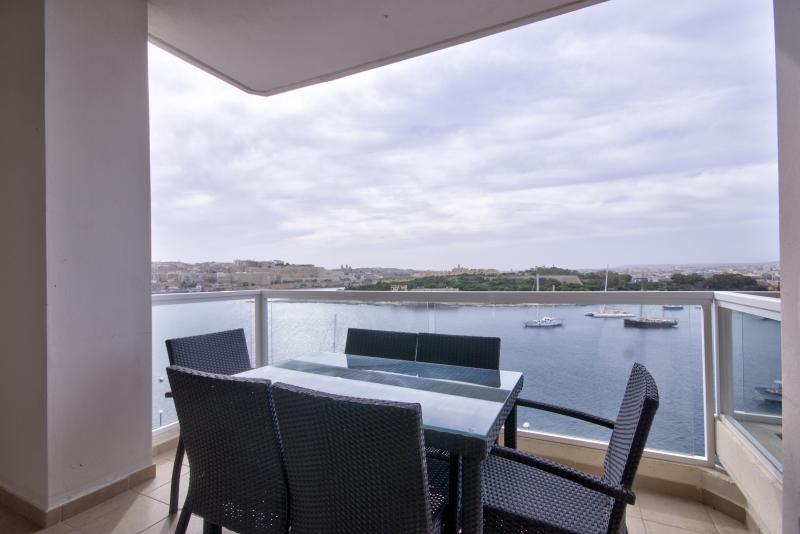 Astounding Views Tigne Seafront 4-bedroom Apt - Image 1 - Sliema - rentals