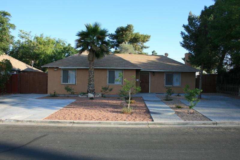 Beautiful Remodeled 4-Bedroom Home - Image 1 - Las Vegas - rentals