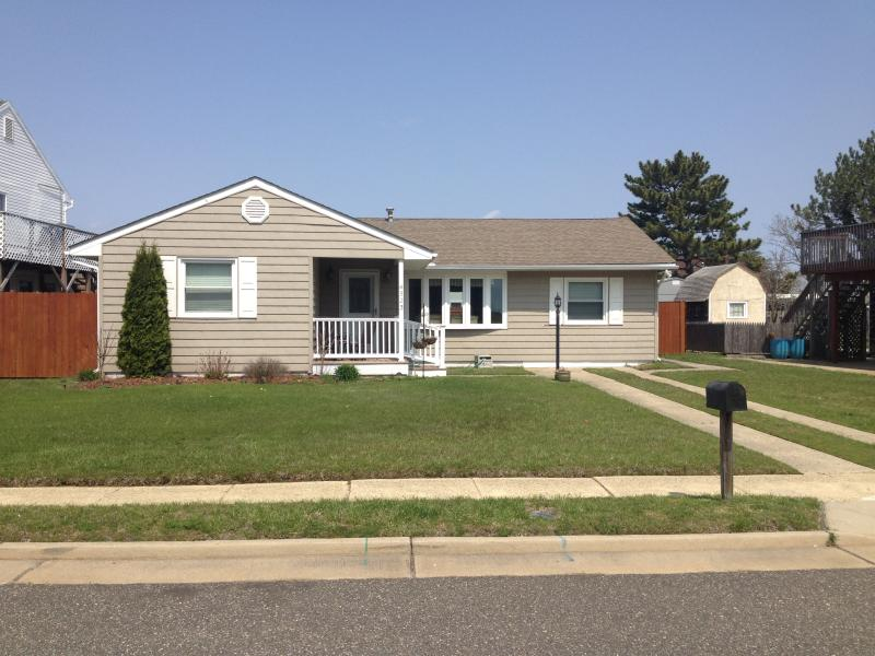 ACROSS FROM THE BEACH! - Image 1 - Brigantine - rentals