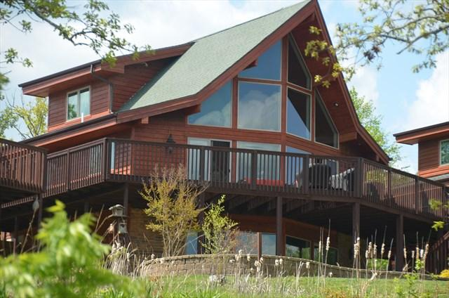 Beautiful Cedar Cabin right on Table Rock Lake - Cabin on the Lake,Huge Deck, Beautifully furnished - Branson - rentals