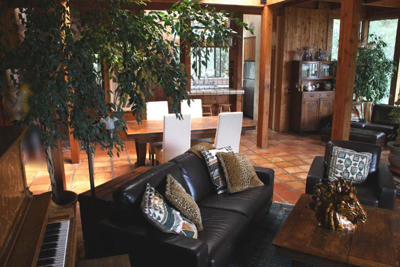 Living room and dining room - Inn Wine Country's Summers House with a View - Sonoma - rentals