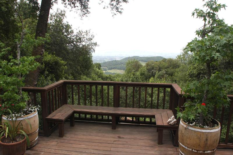 Deck and view - Warm, Welcoming,  Views to the Bay - 10 minutes to Sonoma Plaza, 5 to wineries - Sonoma - rentals