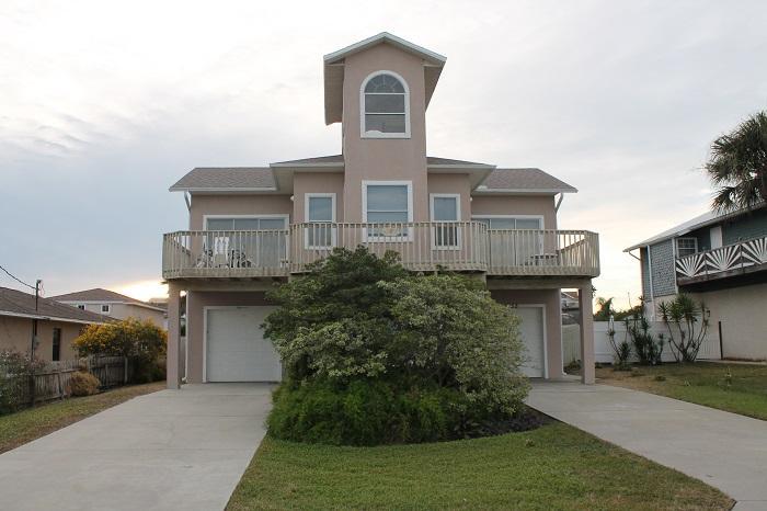 Ocean Lighthouse, 4 Bedrooms/3 Baths, Pet Friendly - Image 1 - Saint Augustine Beach - rentals