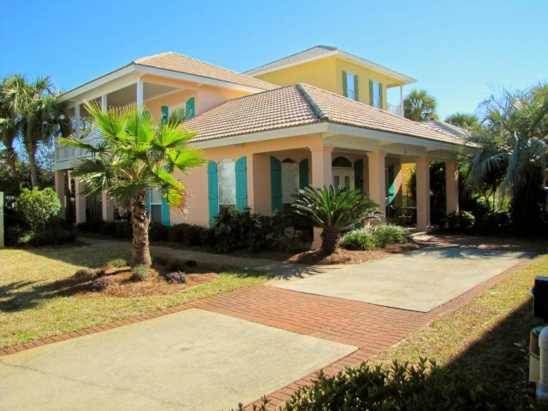 Pipers Penny 3BR/2.5BA sleeps up to 11.  Walk to the beach! - Pipers Penny*Walk to the Beach*Nicely Upgraded! - Destin - rentals