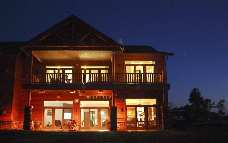 Luxurious StaySpa Resort on Castle Rock Lake - Image 1 - Wisconsin Dells - rentals