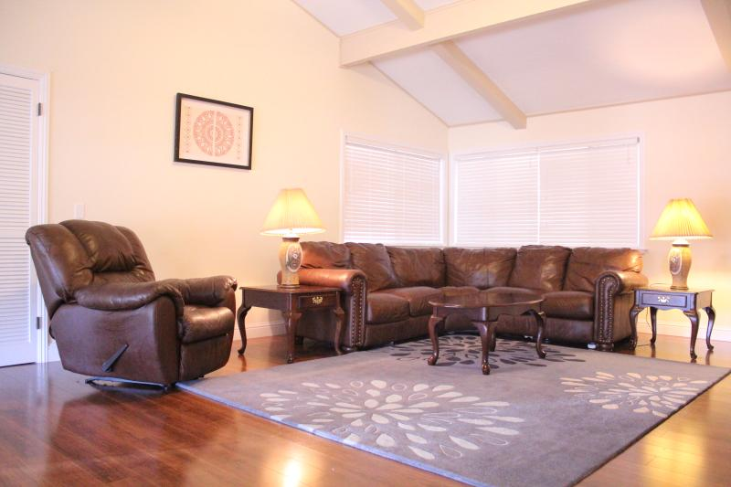 Spacious living room with high vaulted ceiling - Kid Friendly 3BR+/2BA/7 beds - Foosball/Air Hockey - South Lake Tahoe - rentals