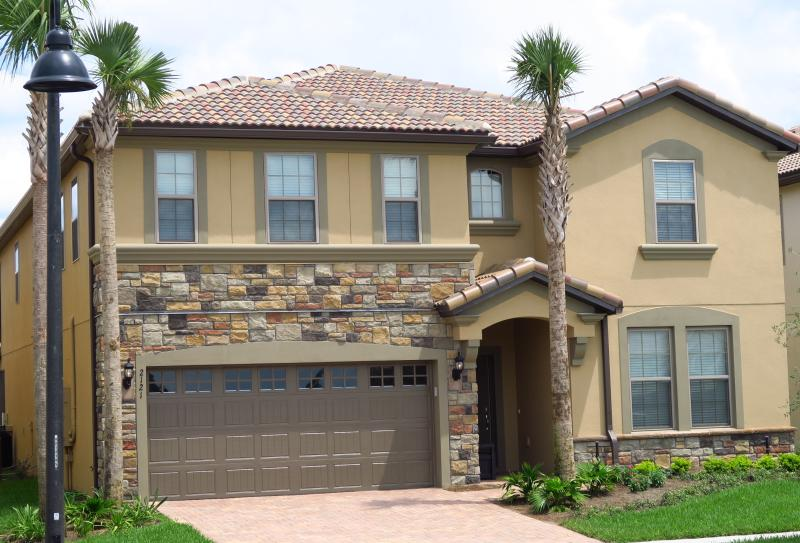 This luxury tile roof, stone front, brick paving villa - 9BR/6BA,Pool/SPA,GameRoom,LakeView,Sleeps 22,Club - Four Corners - rentals