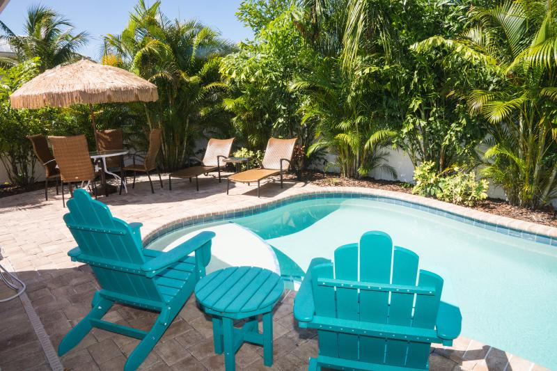 Private pool in beautifully landscaped backyard - SPECIAL   179 nightly now until Memorial weekend - Holmes Beach - rentals
