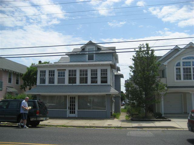 Old Fashion Charm, Sleeps 10, Huge Front Porch and large back porch for cook out - Old Fashion Charm, Sleeps 10, Pet Friend - Ocean City - rentals