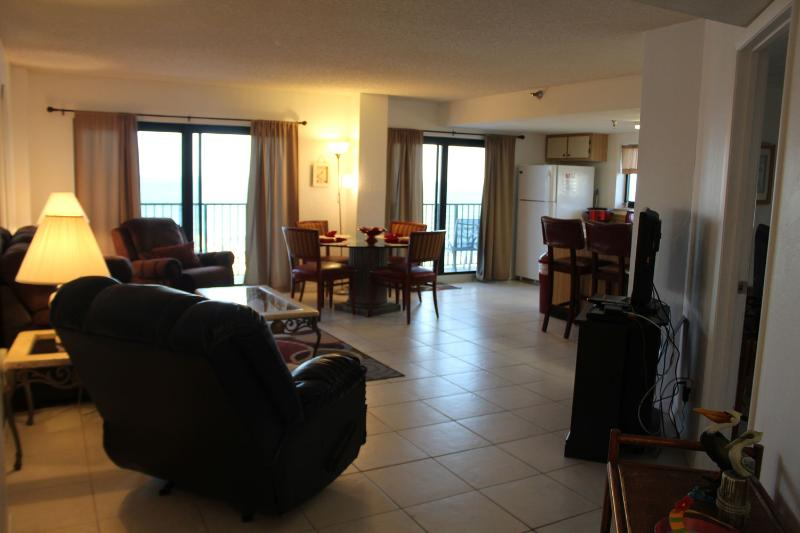 2 BDR Stunning 10    Floor Views (Sleeps 8) - Image 1 - Daytona Beach Shores - rentals