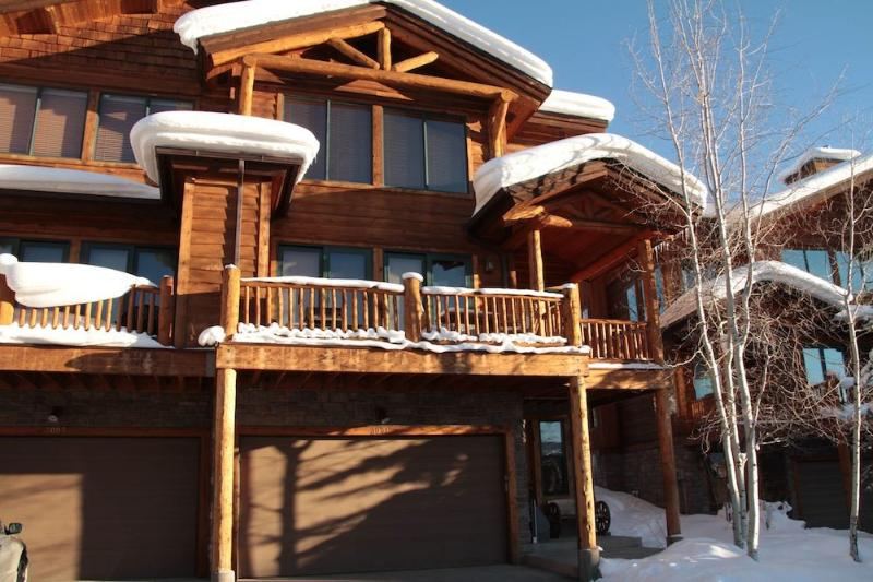 3001 Mountaineer Circle, luxurious town home, free shuttle to ski slope. - Luxury 4 BR/4BA Plus Loft with Private Hot Tub - Steamboat Springs - rentals