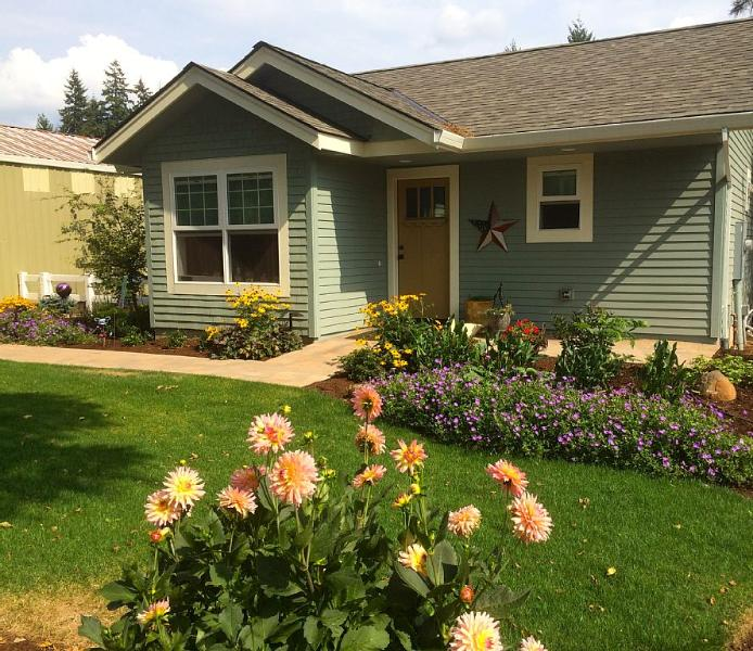 Lovely new cottage in the country - Image 1 - Oregon City - rentals