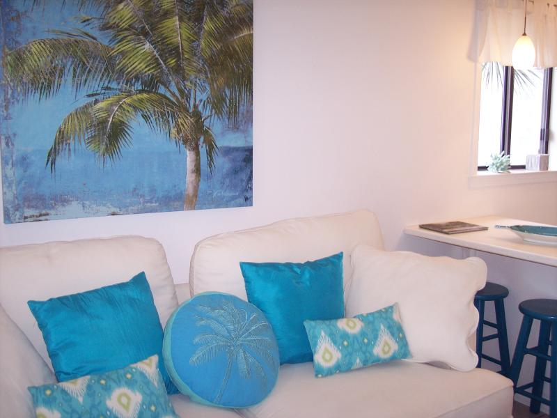 Caribbean colors highlight this relaxing decor - Oceanview, 2nd floor; WiFi, sleep-number bed - Tybee Island - rentals