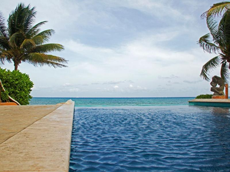 Infinity pool - A3 Beachfront Penthouse Rooftop Terrace - Playa del Carmen - rentals