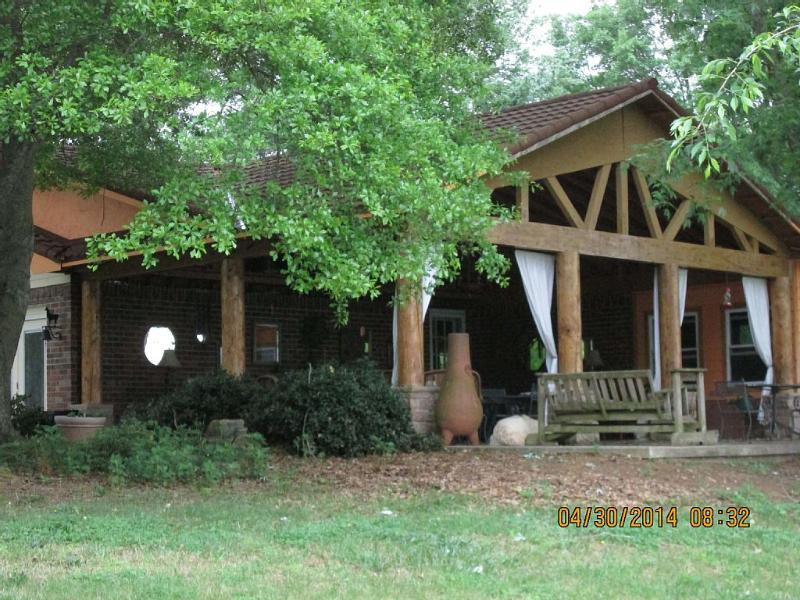 Relax in the Shadow of Chilhowee Mountain - Image 1 - Benton - rentals