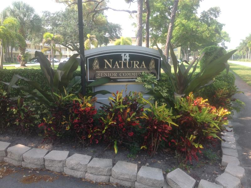 entrance - Immaculate, newly renovated, senior community - Deerfield Beach - rentals