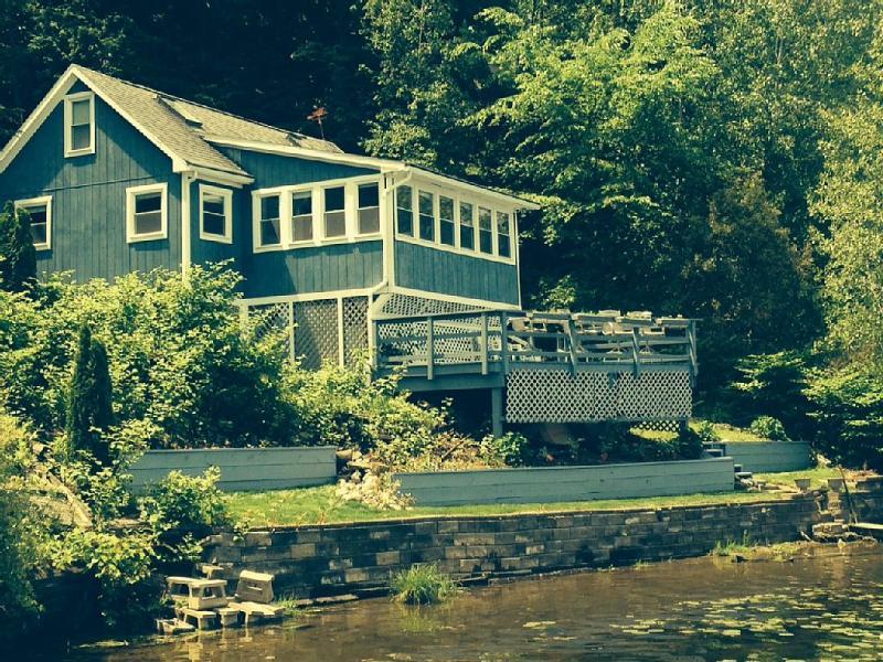 Saratoga Springs, Lakefront Cabin - Image 1 - Saratoga Springs - rentals