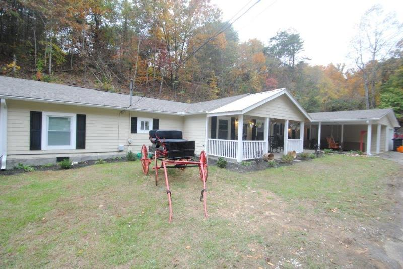 Next to Dollywood, 7 B/R private pool home theater - Image 1 - Sevierville - rentals