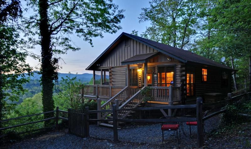 Magnificent mountain views, fenced yard, hot tub, wifi - Stunning pet friendly Mountain View Log Cabin. - Ellijay - rentals