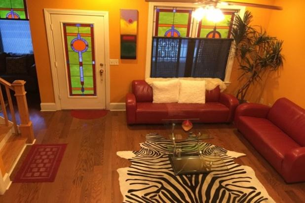 Living room entrance off South Main,  gated patio in front for street viewing - BEALE 2 blks! 7 sleeping areas. 9 beds. 2.5 baths! - Memphis - rentals