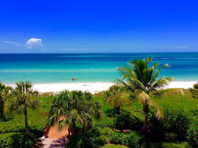 Life at Vanderbilt Beach is like a long, long never ending weekend! - Beautiful bright residence at Vanderbilt Beach - Naples - rentals