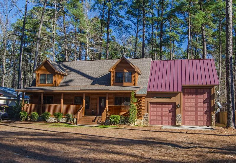 Log Home located on Clark Hill/Strom Thurmond Lake - Image 1 - Lincolnton - rentals