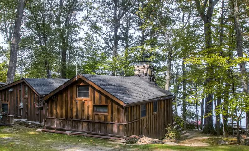 You'll love this vacation rental cabin's serene lakefront location! - Lakefront 3BR Catskills Cabin w/Wifi, Multiple Covered Decks, Private Dock & Captivating Water Views - Easy Access to Shopping, Wine/Beer Tasting, Hiking & More! - Wurtsboro - rentals