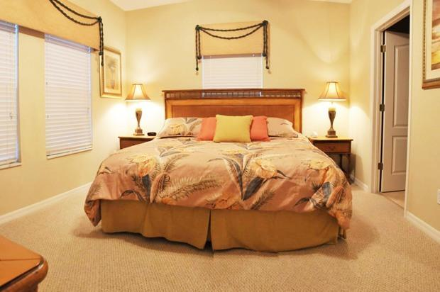 King Master Bedroom - 4 Bedroom Townhouse - 6 Miles to Disney World - Kissimmee - rentals