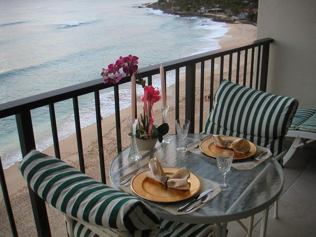 VERY ROMANTIC--THIS SHOT MADE FROM SIDE, BUT LANAI FACES OCEAN DIRECTLY--HAS 180º OCEAN/SUNSET VIEW! - BEACHFRONT and AFFORDABLE CONDO Makaha Oahu Hawaii - Makaha - rentals