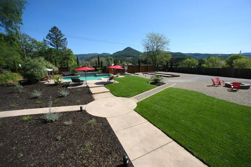 Front yard, pool and veiws - Wolf's Paw - Pool, Hot Tub, Bocce, Fire Pit and in the heart of the Sonoma Wine Country - Kenwood - rentals