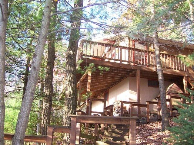 Large Secluded cabin with 2 huge open air decks - Cabin with Huge Hot Tub and Internet - Kunkletown - rentals