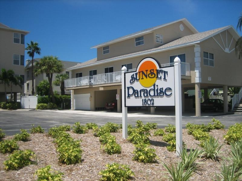 View from street - Gulfside 2 Br / 2.5 Ba Condo - Indian Rocks Beach - rentals