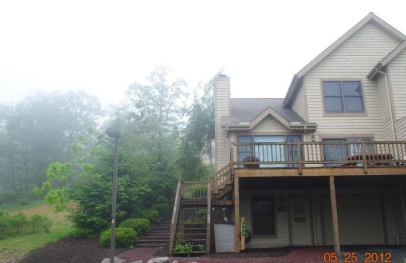 SKI CAMELBACK / 4 BDRMS / 3 FULL BATHS / FREE WIFI - Image 1 - Tannersville - rentals